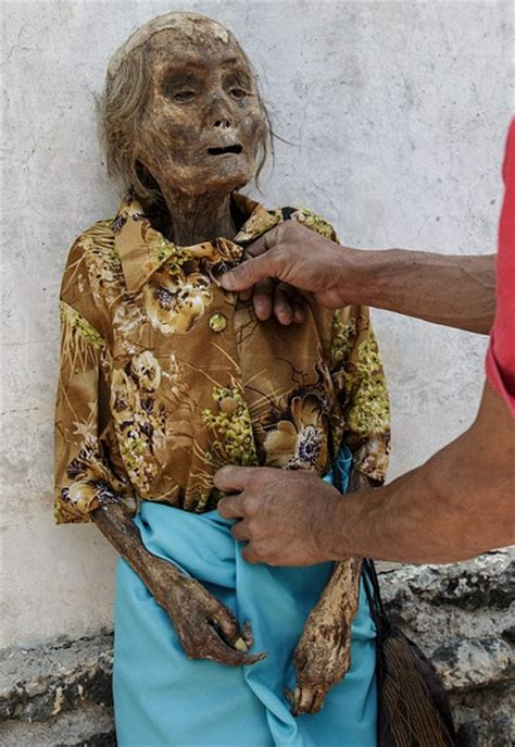 Creepy Indonesian Festival Sees The Dead Dug Up And