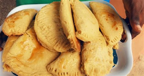 HOW TO MAKE LOCAL CHARCOAL BAKED GHANA MEAT PIE RECIPE
